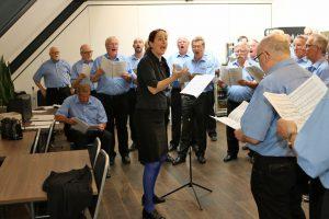 Daniela Bosenius während der Chorprobe.