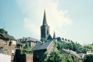 Blick auf die alte Königshovener Kirche, Kirchberg