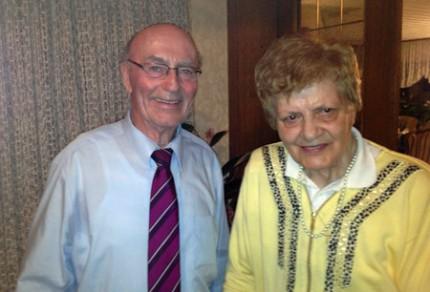 Das Jubelpaar Gertrud & Willy Moll freuten sich über den Besuch des Königshovener Quartettverein. [Foto: Willi Schlößer]