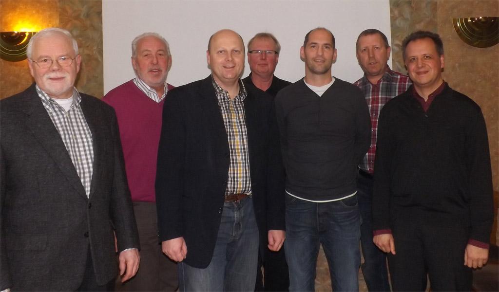Das neue Quartettverein Management-Team 2014 (v.l.n.r.): Heinz Bodewein (2. Kassierer), Willibert Düster (Geschäftsführer), Manfred Speuser (1. Vorsitzender), Hans Erdmann (1. Kassierer), Björn Hackbarth (2. Vorsitzender), Wolfgang Schmitz (Noten Manager) und Sergio A. Ruetsch (Chorleiter). [Foto: Willi Schlößer]