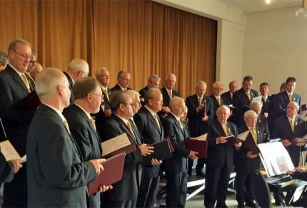 Der Jubiläumschor RWE-Chor MGV Liederkranz Neurath während der Liedbeiträge unter der musikalischen Leitung von Sergio Ruetsch. [Foto: Willi Schlößer]