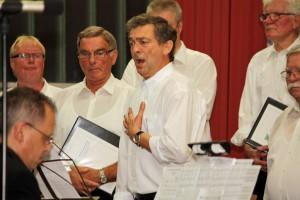 1. Tenor Willi Bremer, aus den eigenen Reihen des Quartettvereins, bei seinem Solopart.