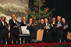 """""""Feliz Navidad""""... we wish you a Merry Christmas! - Die Sänger des Königshovener Quartettverein unter der musikalischen Leitung von Sergio Ruetsch."""