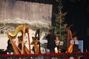 Das Harfenensemble der Musikschule Hürth unter der Leitung von Frau Ursula Roleff-Lenders.