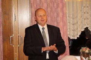 Erster Vorsitzender Manfred Speuse begrüßt die Gäste mit einem Jahresrückblick.