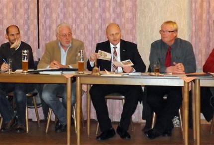 Das Quartettverein Management-Team während der Jahreshauptversammlung 2015: Wolfgang Schmitz, Björn Hackbarth, Willibert Düster, Manfred Speuser, Hans Erdmann und Heinz Bodewein (v.l.n.r.) [Foto: Willi Schlößer]