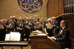 Der MGV Quartettverein 1930 Königshoven e. V. sorgte bei seinem Jubiläum für die musikalische Gestaltung der heiligen Messe in St. Peter Königshoven. [Foto: Bastian Schlößer]