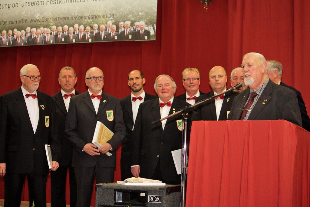 Die Jubilare Die Jubilare (v.l.n.r.): Heinz Bodewein, Willi Schlößer (2. v. l.), Hans-Dieter Plum (4. v. l.) und Manfred Speuser (7. v. l.) gemeinsam mit Josef Herkenrath und Helmut Zopes (rechts). [Foto: Bastian Schlößer]