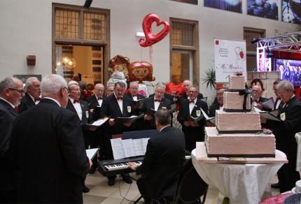 Die Königshovener Sänger waren mit einem eigenen Messestand während der 3. Hochzeitsmesse auf Schloss Bedburg vertreten und gaben auch musikalische Kostproben.