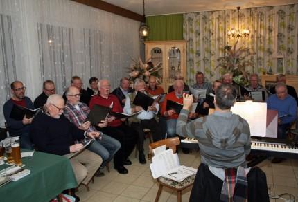 Die Sänger des Königshovener Quartettverein gastierten bei ihrer 2. öffentlichen Chorprobe im Kirdorfer Hof und hatten viel Spaß dabei. [Fotos: Bastian Schlößer]