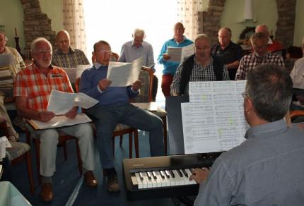 Ein abwechslungsreicher Probenabend bei der dritten öffentlichen Chorprobe in Bedburg-Rath hörte sich wie ein Frühlingskonzert an. [Fotos: Bastian Schlößer]