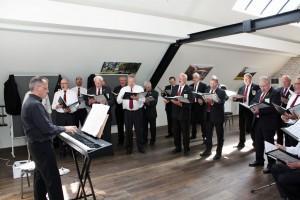 Der Quartettverein nutzt das großzügige Raumangebot im Gut Hohenholz zum Einsingen mit Chorleiter Sergio Ruetsch.