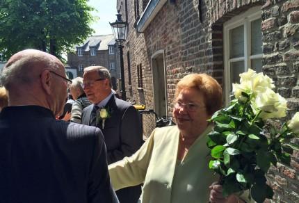 Eheleute Karl und Helene Heinrichs (geb. Esser) freuten sich über das musikalische Geschenk des Quartettvereins. [Fotos: Willi Schlößer]