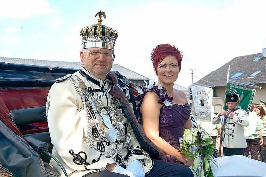 Schützenkönigspaar Harald und Heidi Prager hatten Spaß bei den Festumzügen. (Foto: Clemens / SONNTAGS-POST)