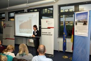 Frau Dr. Tuchscheerer bei ihrem Vortrag im Haus der Deutschen Gesellschaft e. V. Berlin