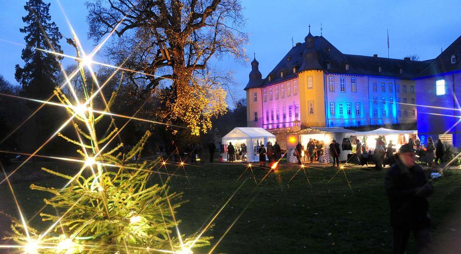 """Zum ersten Mal mit dabei, sorgt der Quartettverein für die musikalische Mitgestaltung der """"Schlossweihnacht"""" auf Schloss Dyck in Jüchen. [Foto: Lothar Berns, www.rp-online.de]"""