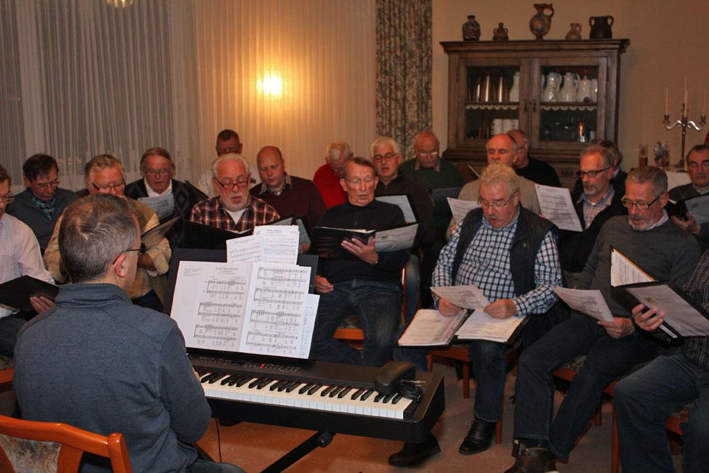 """Bei der 4. öffentlichen Chorprobe des Königshovener Quartettvereins kam adventliche Stimmung im Restaurant """"Deutsches Haus"""" in Bedburg-Kirchherten auf. [Fotos/Videos: Bastian Schlößer]"""