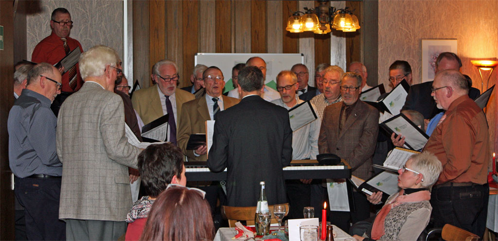 Der MGV Quartettverein 1930 Königshoven e. V. sang gemeinsam mit den Gästen original kölsche Weihnachtslieder.