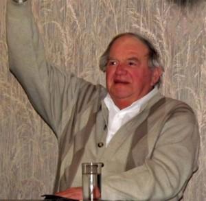 Ältestenrat Hans-Dieter Plum bedankte sich beim Vorstand im Namen aller Sänger für die ausgezeichnete Arbeit.