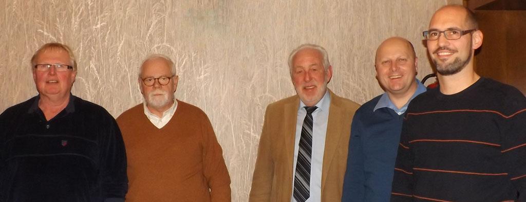 Der MGV-Vorstand wurde einDer MGV-Vorstand wurde einstimmig wieder gewählt: (v.l.n.r.) Hans Erdmann (Kassierer), Heinz Bodewein (Stellvertretender Kassierer), Willibert Düster (Geschäftsführer), Manfred Speuser (Vorsitzender), Björn Hackbarth (Stellvertretender Vorsitzender) - Es fehlte: Wolfgang Schmitz (Notenwart) [Fotos: Willi Schlößer]stimmig wieder gewählt: (v.l.n.r.) Hans Erdmann (1. Kassierer), Heinz Bodewein (2. Kassierer), Willibert Düster (Geschäftsführer), Manfred Speuser (1. Vorsitzender), Björn Hackbarth (2. Vorsitzender) [Fotos: Willi Schlößer]