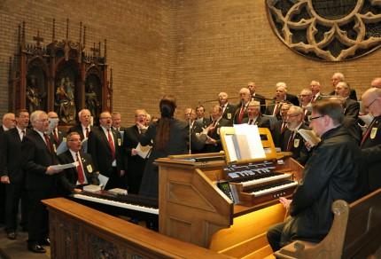 Der MGV Quartettverein 1930 Königshoven e. V. gestaltete unter dem Dirigat von Chorleiterin Daniela Bosenius die Heilige Messe. (Fotos: Bastian Schlößer)