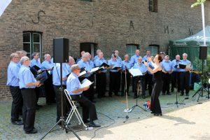 Im historischen Innenhof des Schloss Paffendorf war das Sommer Open-Air-Konzert so gut besucht wie noch nie zuvor. [Fotos: Bastian Schlößer]