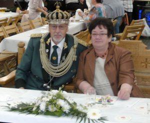 Das Schützenkönigspaar Josef & Marlies Lemm freuten sich über dieses besondere musikalische Geschenk. [Foto: Tine Düster]
