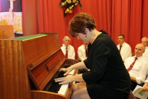 Die gebürtige Russin Julia Diedrich feierte ihre Premiere als Piano Virtuosin beim Quartettverein in der Königshovener Bürgerhalle.
