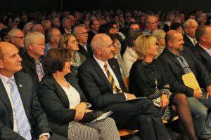 Das Publikum hatte sichtlich Spaß während der Liedvorträge: So auch Schirmherr Heinzbert Faßbender nebst Gattin.