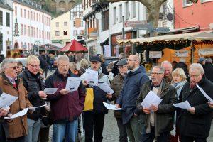 Ein Sangesbruder des MGV Antwerpen (Belgien) gesellte sich schnell zu den Königshovener Sängern.
