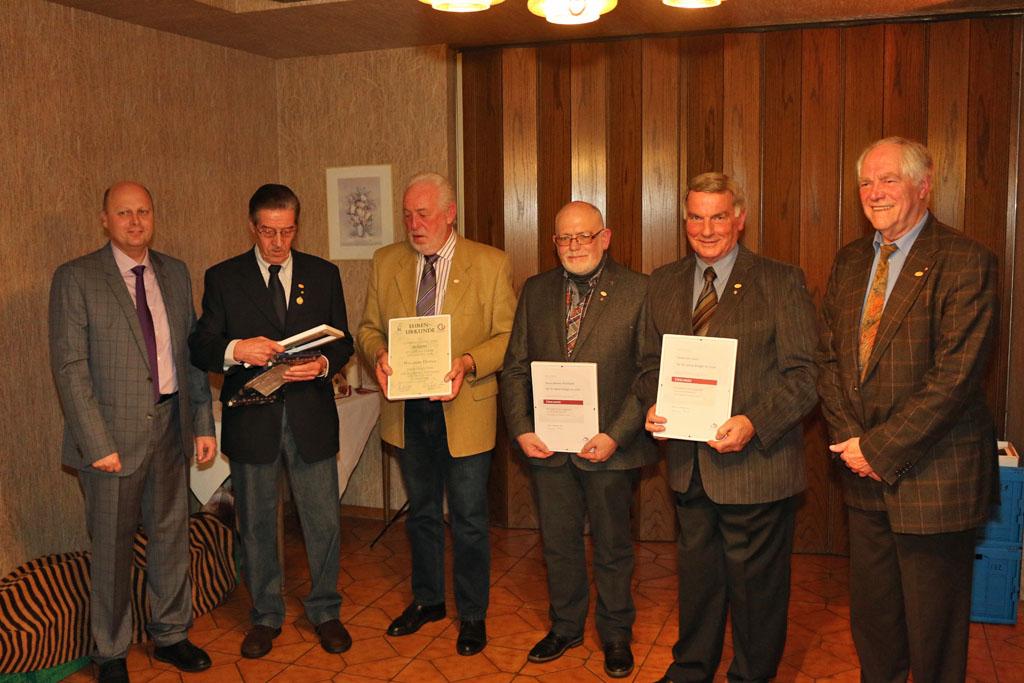 Die Jubilare des Weihnachtssingens (v.l.n.r.): Manfred Speuser, Heinrich Schiffer, Willibert Düster, Hans-Werner Mülfarth, Johannes Hurtz und Josef Herkenrath.