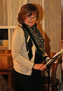 Carina Krommus bei ihrem amüsanten Vortrag in kölscher Mundart.