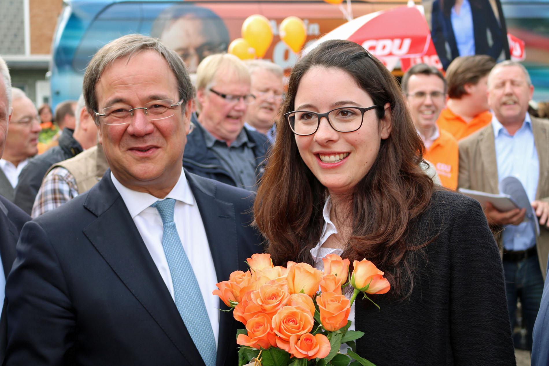 Der neue NRW Ministerpräsident Armin Laschet mit Romina Plonsker, Landtagskandidatin Rhein-Erft-Kreis. (Foto: Bastian Schlößer)