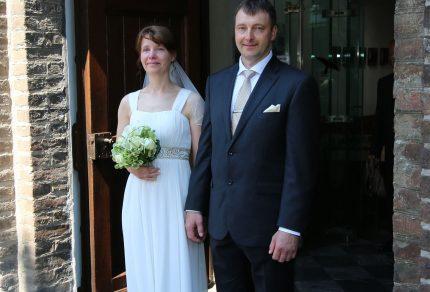 Das Brautpaar Randy und Andrea freute sich sichtlich über die musikalische Gestaltung des Quartettvereins.