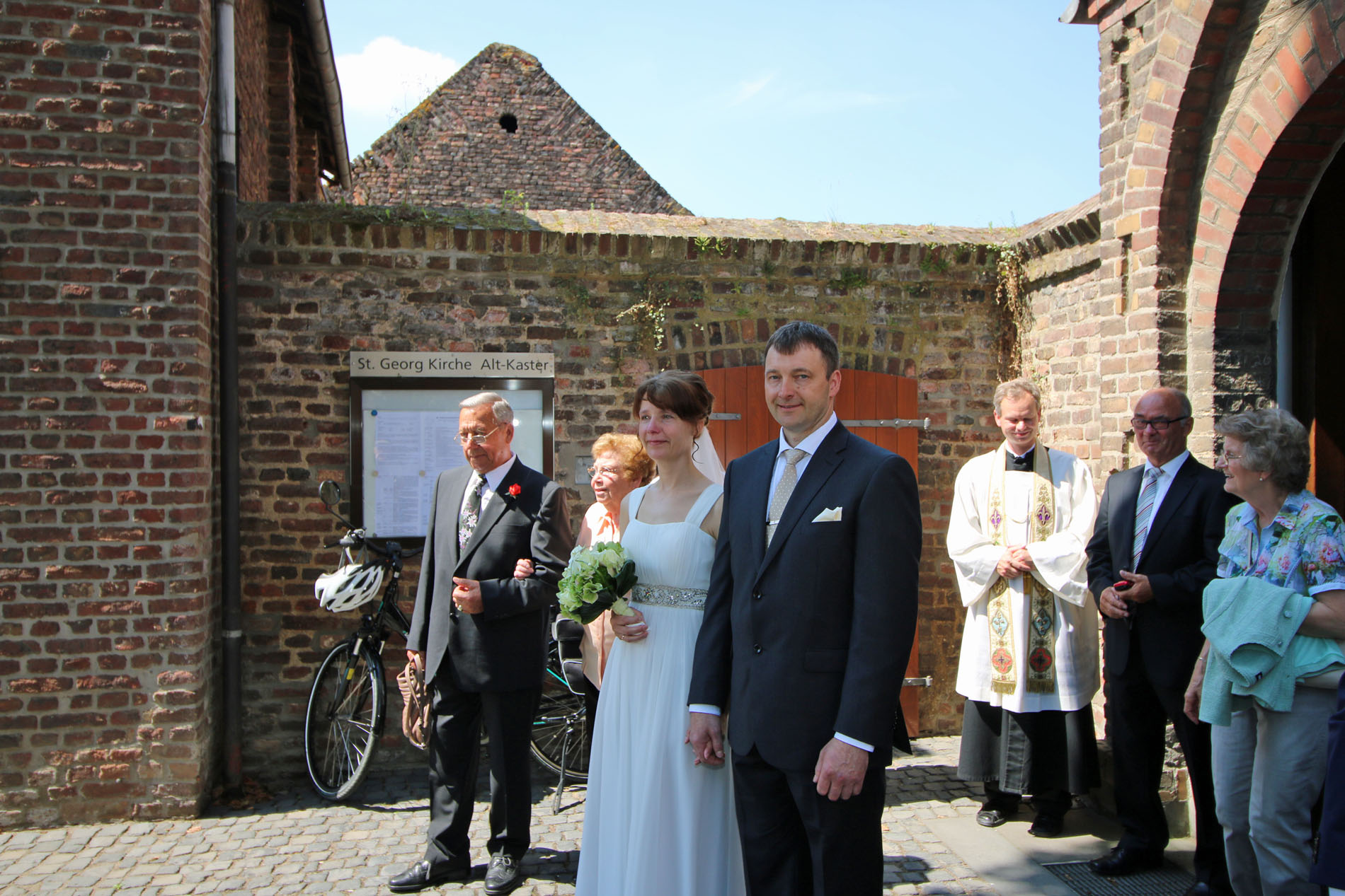 So hat es sich der Chor natürlich nach der Trauung nicht nehmen lassen, dem Brautpaar noch ein Ständchen zu singen.