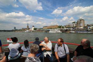 """An Bord der """"weißen Flotte"""" konnte man die Düsseldorfer Skyline von der Wasserseite aus erkunden."""