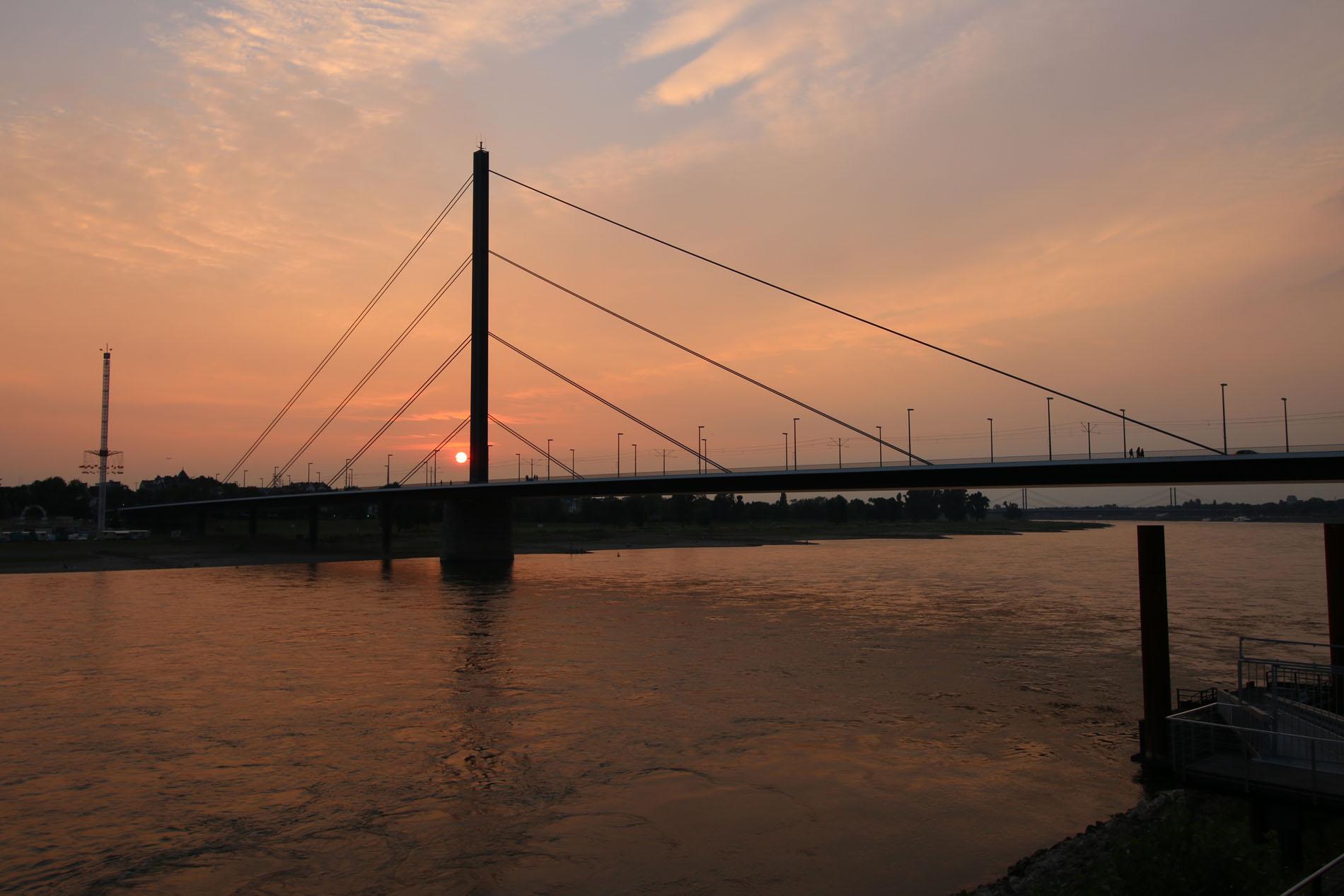 So ging auch dieser schöne Ausflug abends zu Ende, bevor die Sonne auf der Brücke schlafen ging.