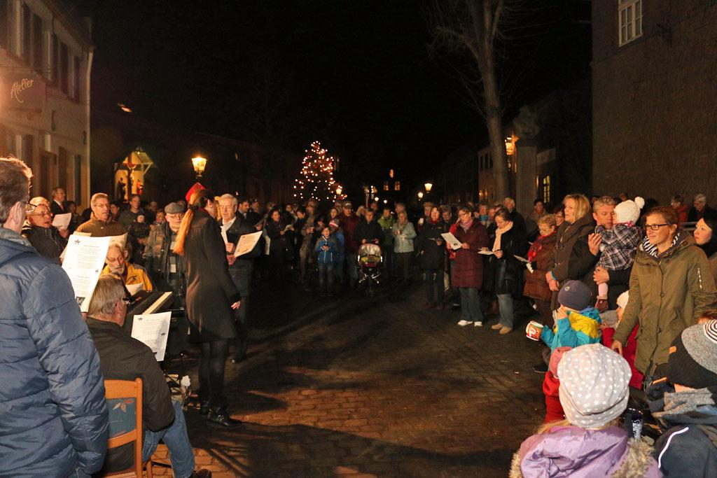 In der weihnachtlich geschmückten Altstadtkulisse brachten die besinnlichen Töne den großen und kleinen Gäste viel Freude.