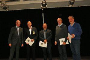 Stellvertretend für Königshoven empfing Manfred Speuser den Preis für den 1. Platz.
