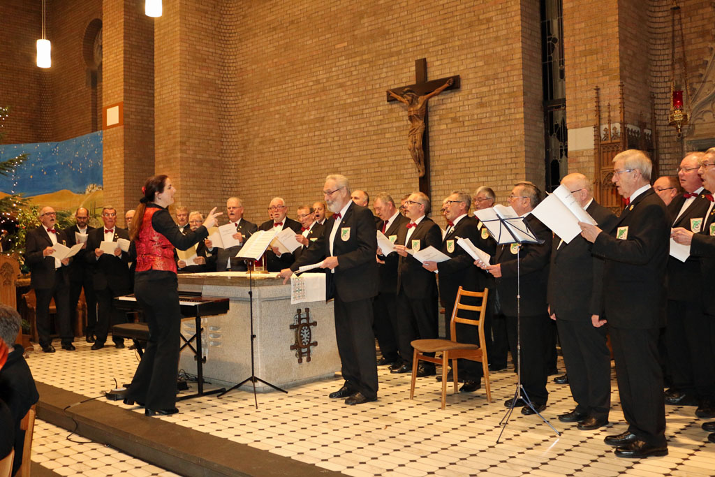 Auch in diesem Jahr hat der MGV Quartettverein Königshoven mit seiner Chorleiterin Daniela Bosenius seinen Beitrag für das Benefizkonzert geleistet. (Foto: Bastian Schlößer)
