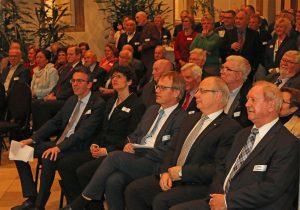 Viele Gäste aus Wirtschaft und Politik freuten sich über die musikalischen Darbietungen des Königshovener MGV.