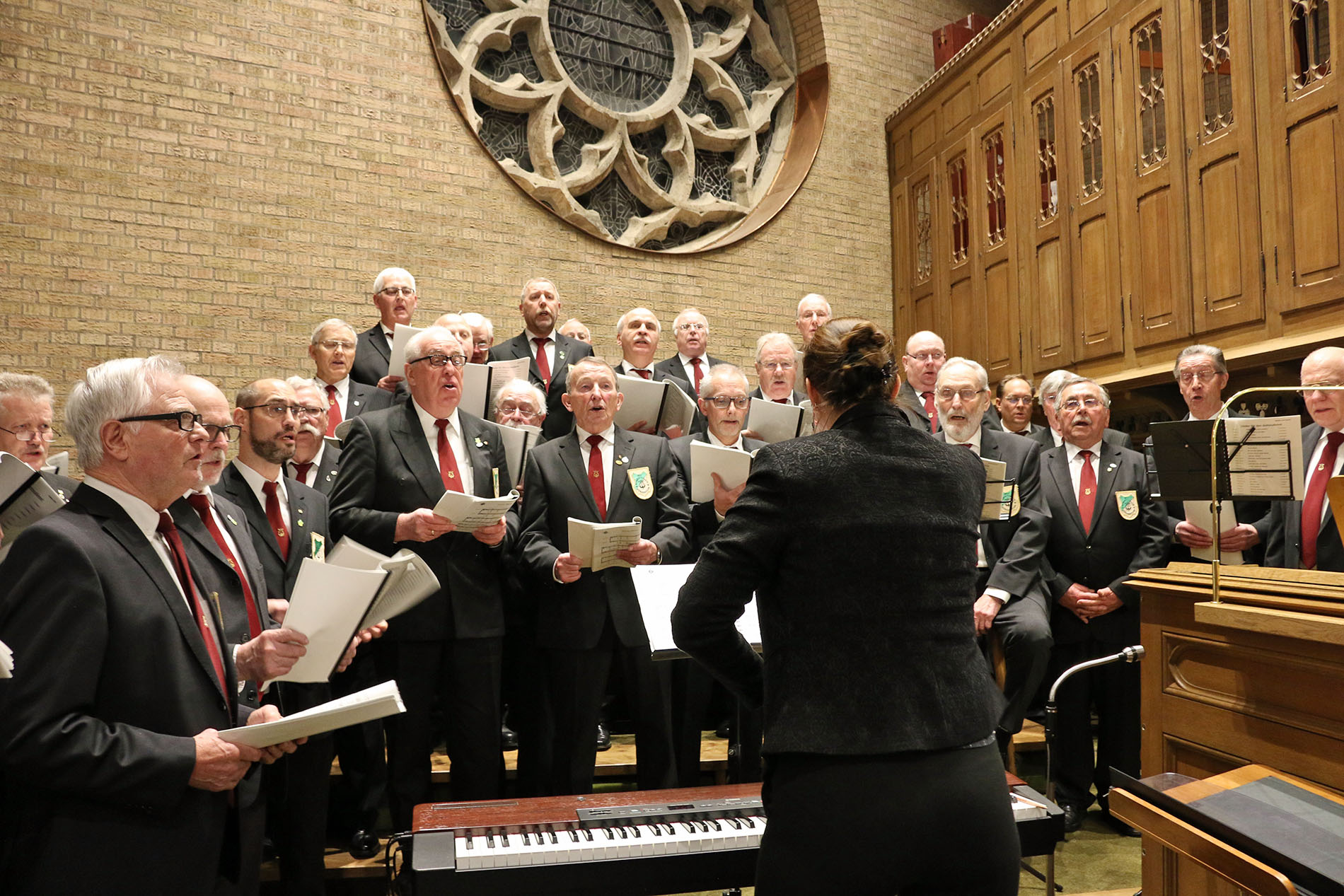 Unter dem Dirigat von Chorleiterin Daniela Bosenius gestaltete der MGV Quartettverein Königshoven die Hl. Messe mit musikalischen Einlagen. (Fotos: Bastian Schlößer)