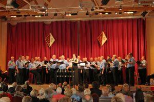 Der Königshovener Quartettverein freute sich gemeinsam mit Chorleiterin Daniela Bosenius über die gelunge Kooperation mit den Sangesbrüdern aus Elsdorf.