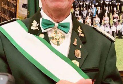 Nicht nur der neue Ehrenbürger Bedburgs, Willy Moll, sondern mit ihm ein ganzes Festzelt, freuten sich über die Ernennung.
