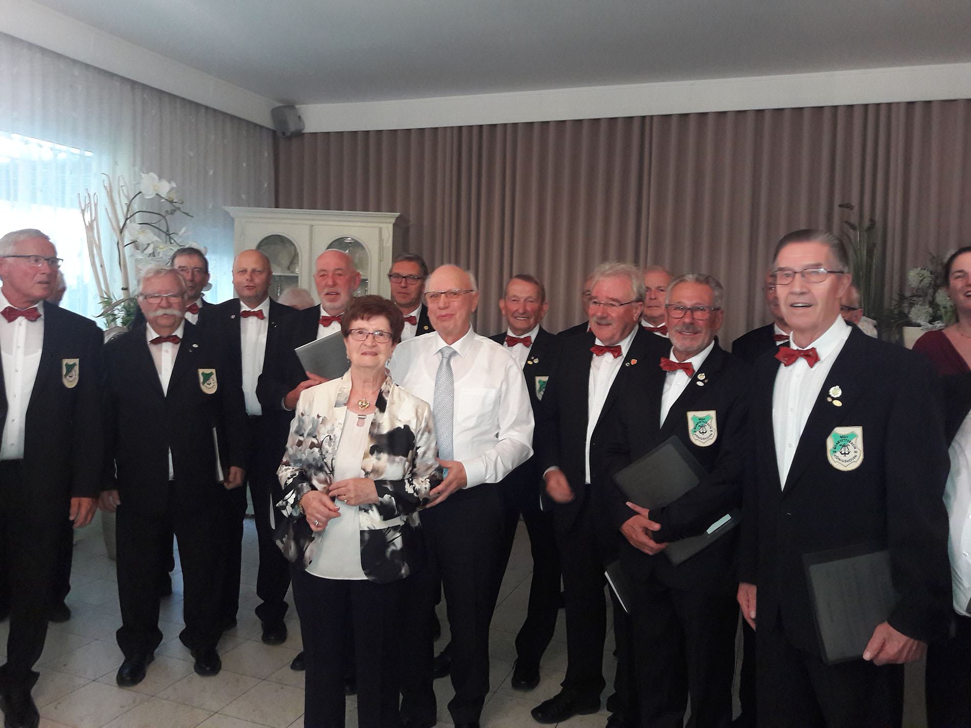 Sichtlich gerührt und erfreut waren die Gastgeber über den Überraschungsbesuch des Königshovener MGV - Überraschung gelungen!