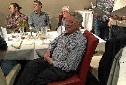 Sichtlich erfreut und überrascht war Jubilar Heinz Dreikhausen über den Überraschungsbesuch des Königshovener Quartettverein während seiner Geburtstagsfeier zum 80. (Fotos: Willi Schlößer)