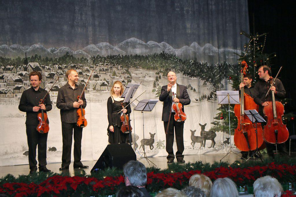 Das Ensemble der Jungen Philharmonie Köln brachte Weihnachtslieder auf ihren klassischen Instrumenten zu Gehör.