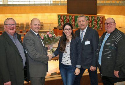 MGV-Vorsitzender Manfred Speuser gratulierte Romina Plonsker MdL beim Besuch im Düsseldorfer Landtag zum neuen Amt als Protektorin 2019 des MGV Quartettverein Königshoven. (Foto: Bastian Schlößer)