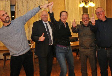 Gemeinsam freut sich das Quartettverein Vorstands-Team nach der Jahreshauptversammlung auf ein schwungvolles neues Sängerjahr 2019: (v.l.n.r.) Björn Hackbarth (stellvetr. Vorsitzender), Manfred Speuser (Vorsitzender), Daniela Bosenius (Chorleiterin), Theo van Peij (stellvertr. Kassierer) und Hans Erdmann (Kassierer). (Fotos: Bastian Schlößer)
