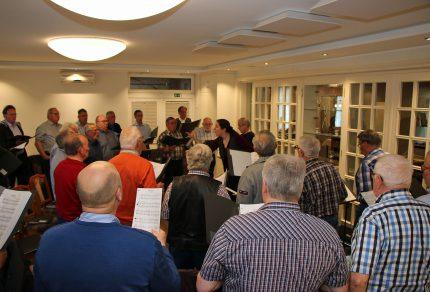 Viel Musik, gute Laune und neue Interessenten, die die Reihen des Königshovener MGV unterstützen möchten: Der MGV Quartettverein Königshoven hatte zur ersten öffentlichen Chorprobe 2019 nach Bedburg-Kirchherten eingeladen. (Fotos: Bastian Schlößer)